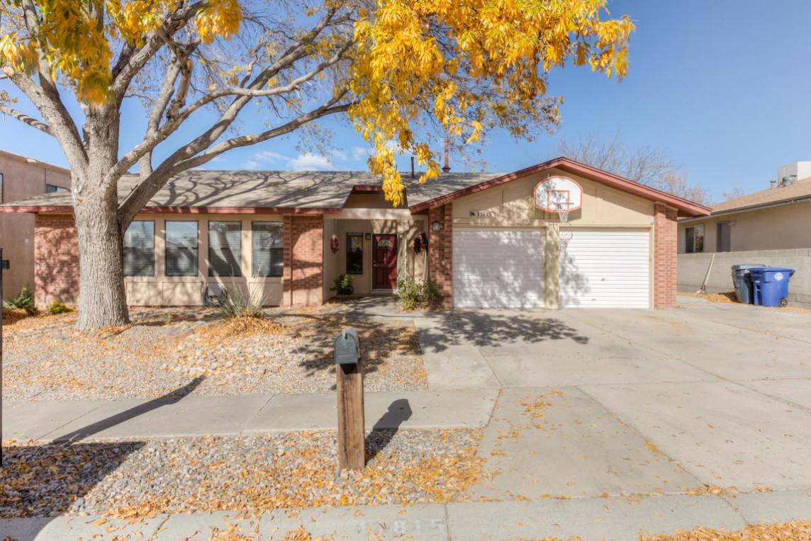11815 La Vista Grande Drive NE, Albuquerque, NM 87111