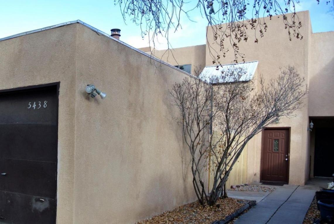 5438 6th Street NW, Albuquerque, NM 87107