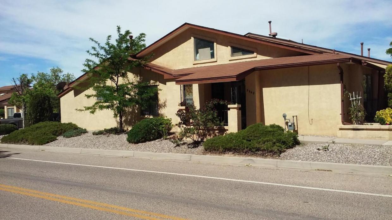 3942 Villa Way SE, Rio Rancho, NM 87124