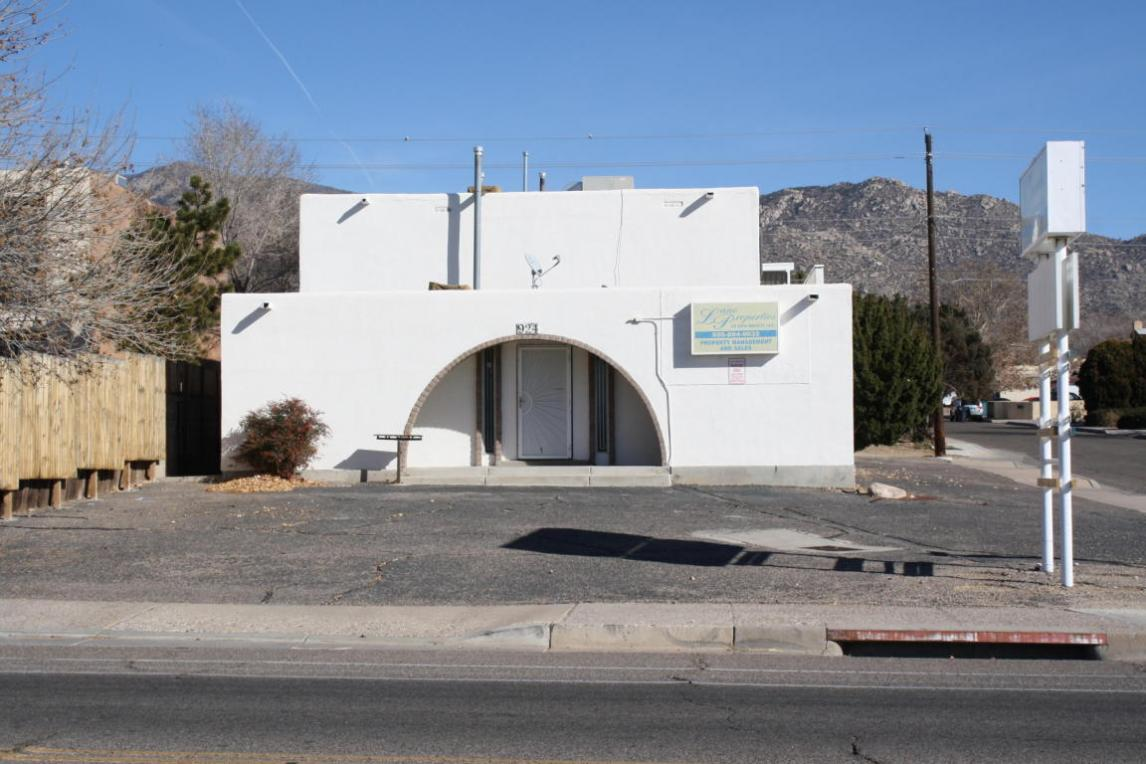 924 N Chelwood Park Boulevard NE, Albuquerque, NM 87112