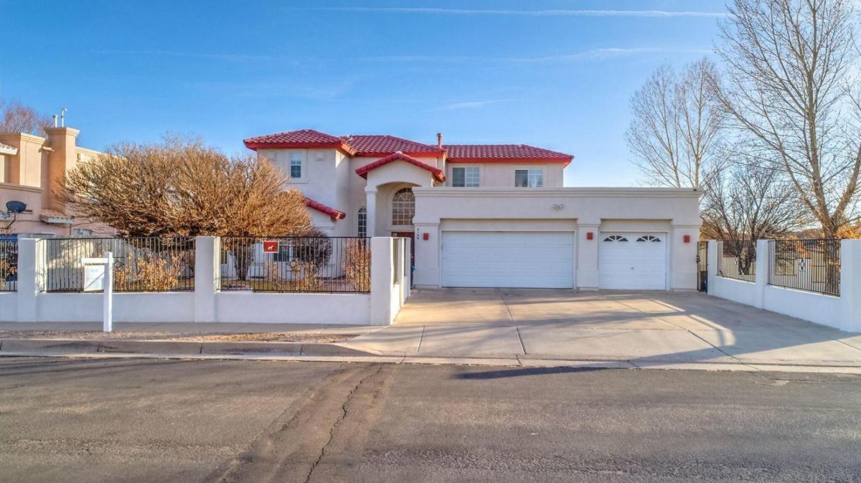6148 Carousal Avenue NW, Albuquerque, NM 87120