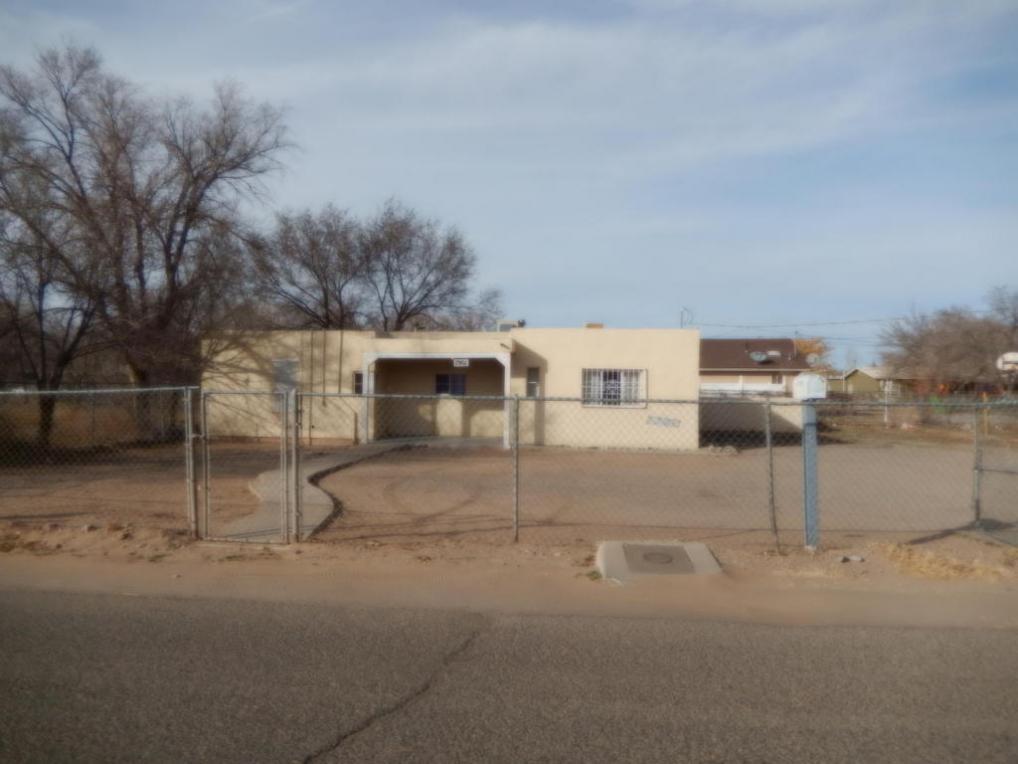 1901 Eucariz Avenue SW, Albuquerque, NM 87105