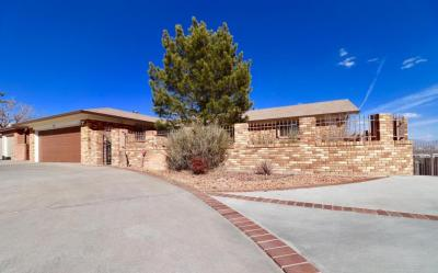 Photo of 316 Yucca Drive NW, Albuquerque, NM 87105
