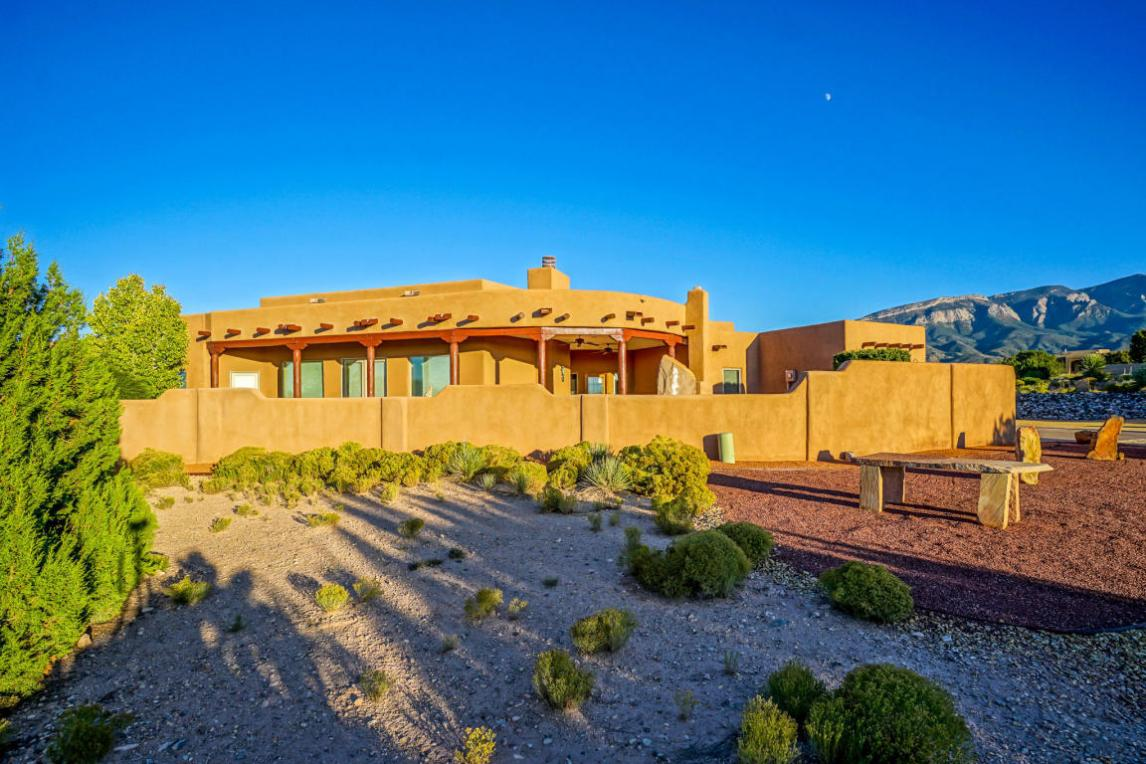 29 Anasazi Trails Loop, Placitas, NM 87043