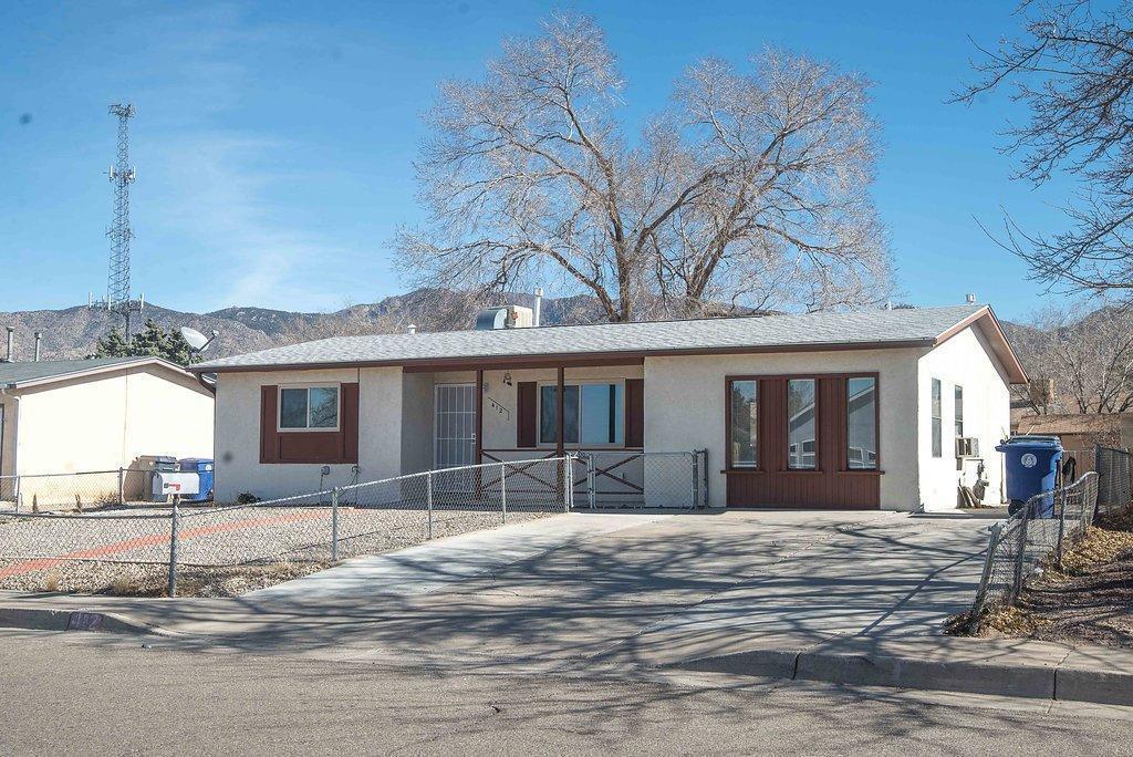 412 Shirley Street NE, Albuquerque, NM 87123