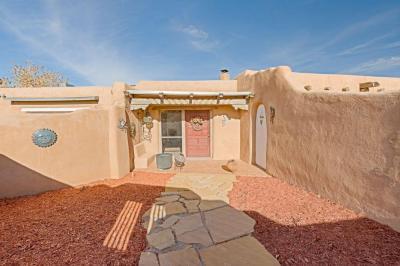 Photo of 11 Homestead Lane, Placitas, NM 87043
