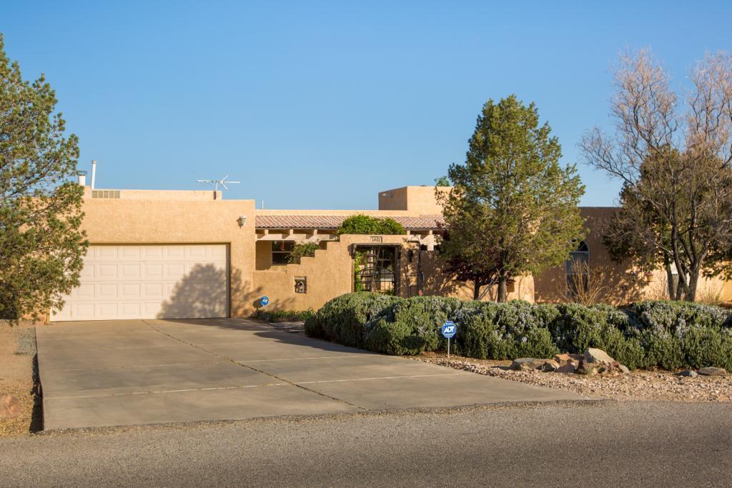 1421 Crestview Drive SW, Los Lunas, NM 87031