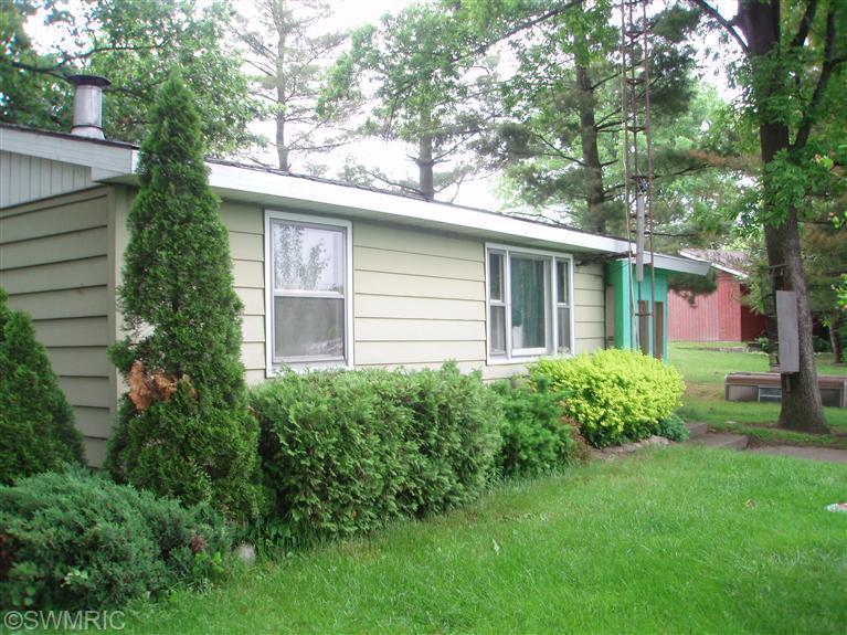 59196 Lakeshore Drive, Colon, MI 49040