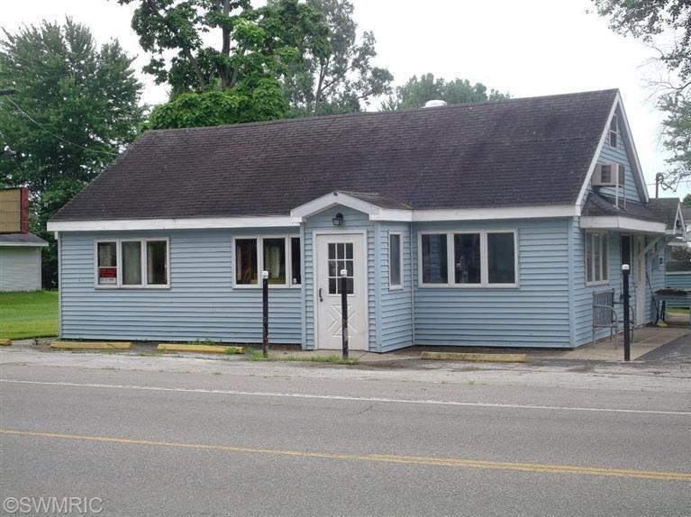 5575 Paw Paw Lake Road, Coloma, MI 49038