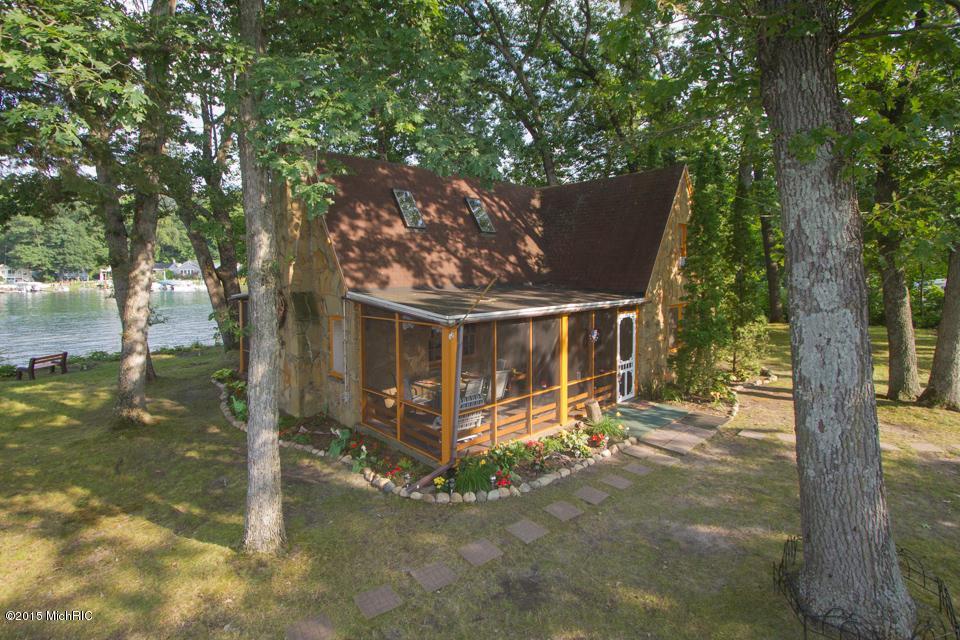 1309 W Gull Lake Drive, Richland, MI 49083
