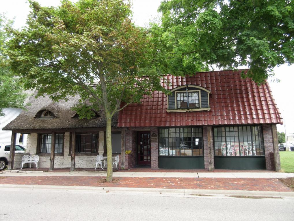 124 W Cass Street, Greenville, MI 48838