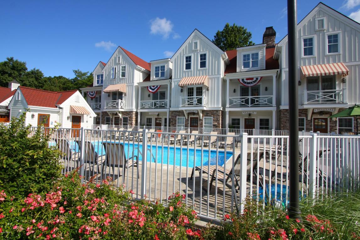 2049 Lake Street #2d, Holland, MI 49424