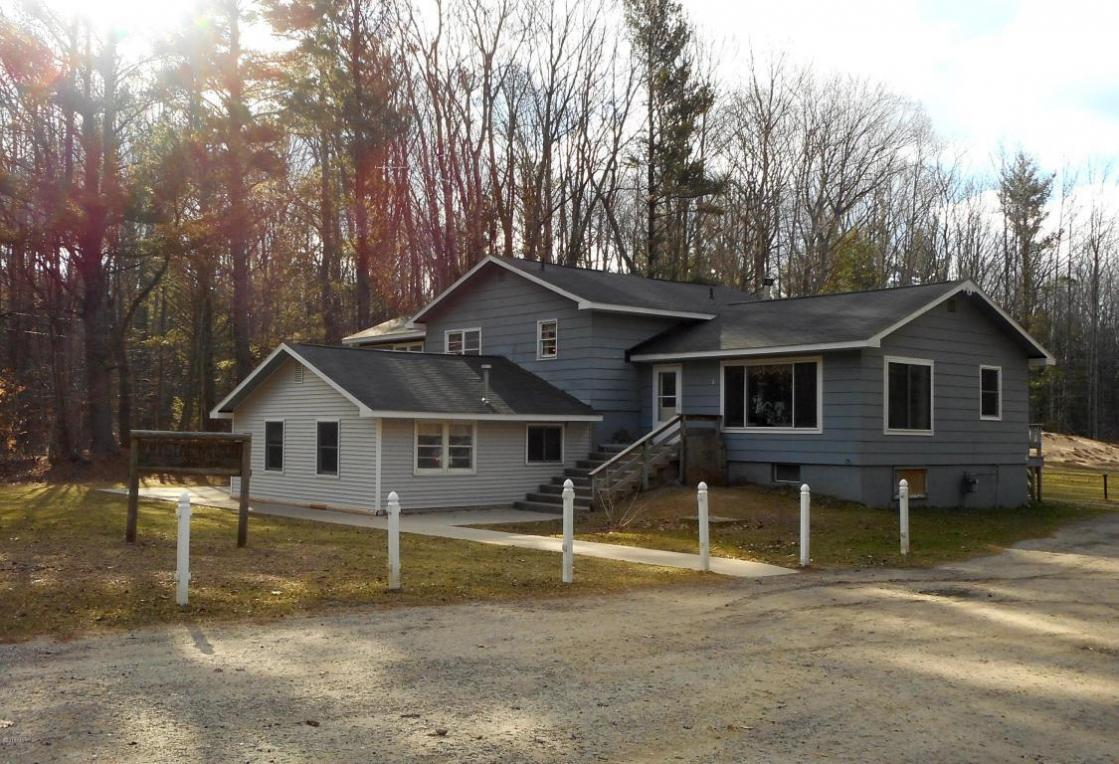 1859 W Hansen Road, Scottville, MI 49454