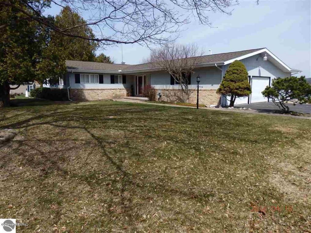 4554 Crescent Beach Road, Onekama, MI 49675