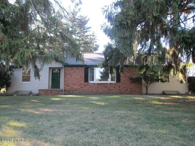 530 W Chicago Street, Jonesville, MI 49250
