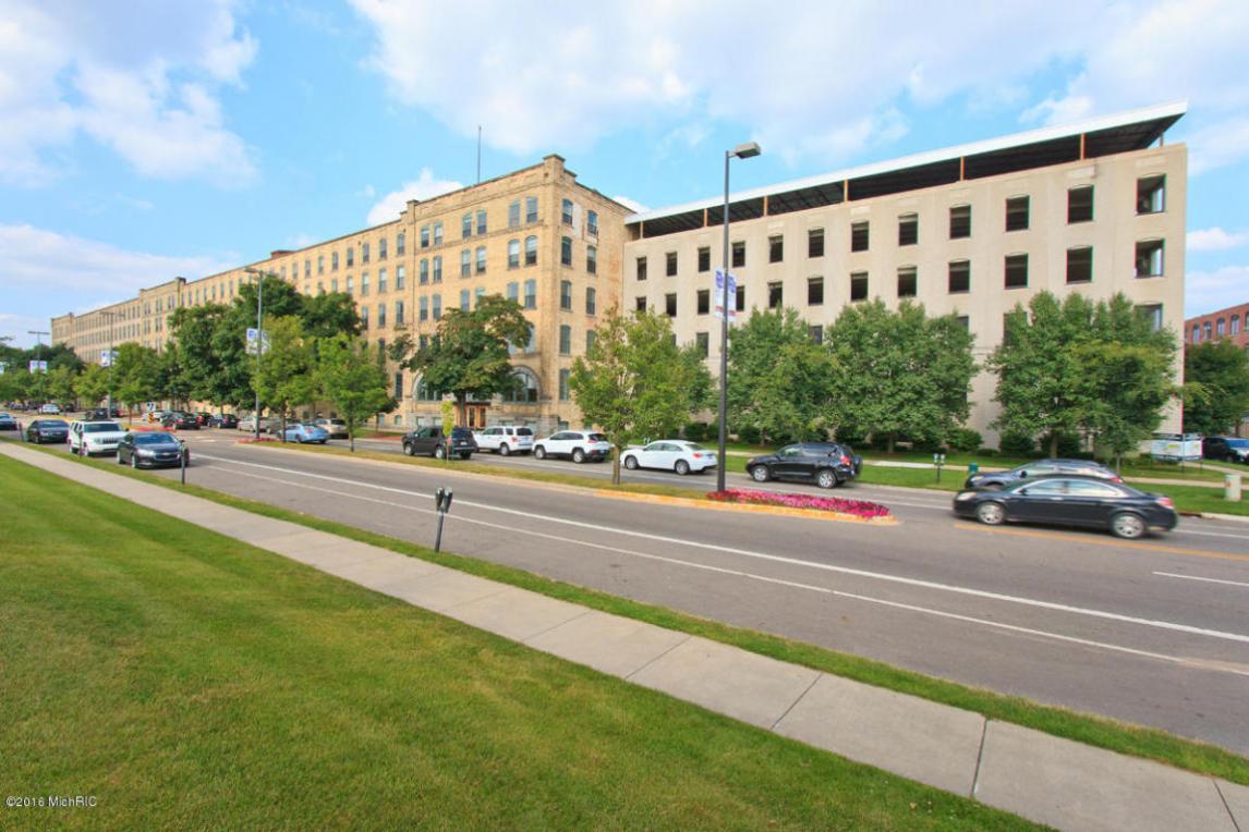 940 Monroe Avenue NW, Grand Rapids, MI 49503