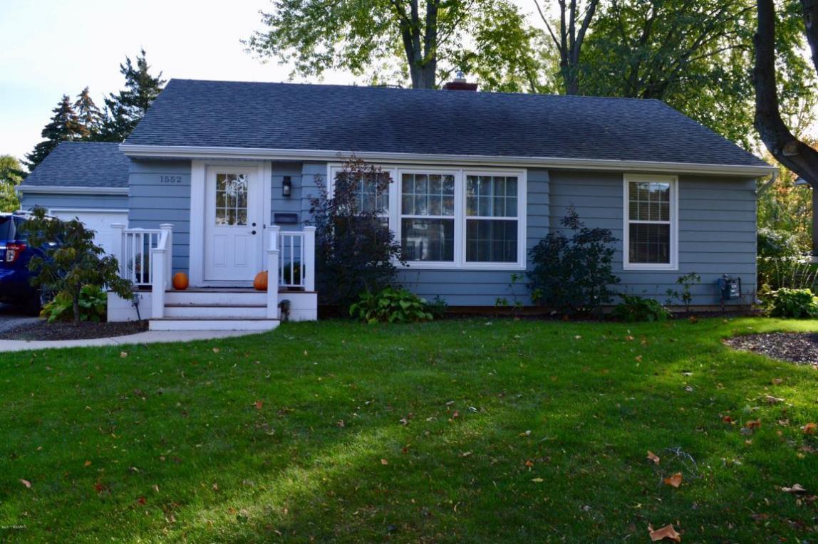 1552 Woodlawn SE, East Grand Rapids, MI 49506