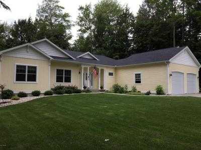 Photo of 1655 Glenwood Road, Ludington, MI 49431
