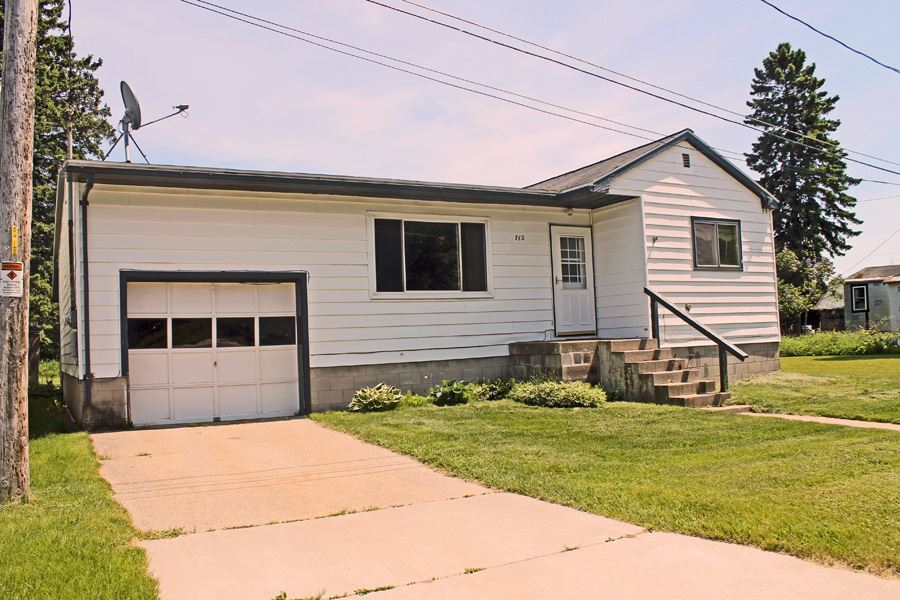 712 Brook St, Munising, MI 49862