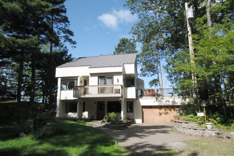 38 Middle Island Point, Marquette, MI 49855