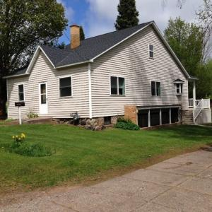 1305 Washington, Iron River, MI 49935