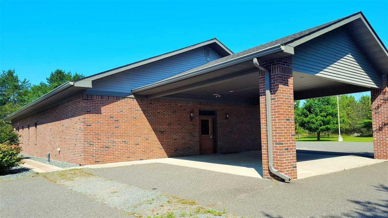 680 Us8, Armstrong Creek, WI 54103