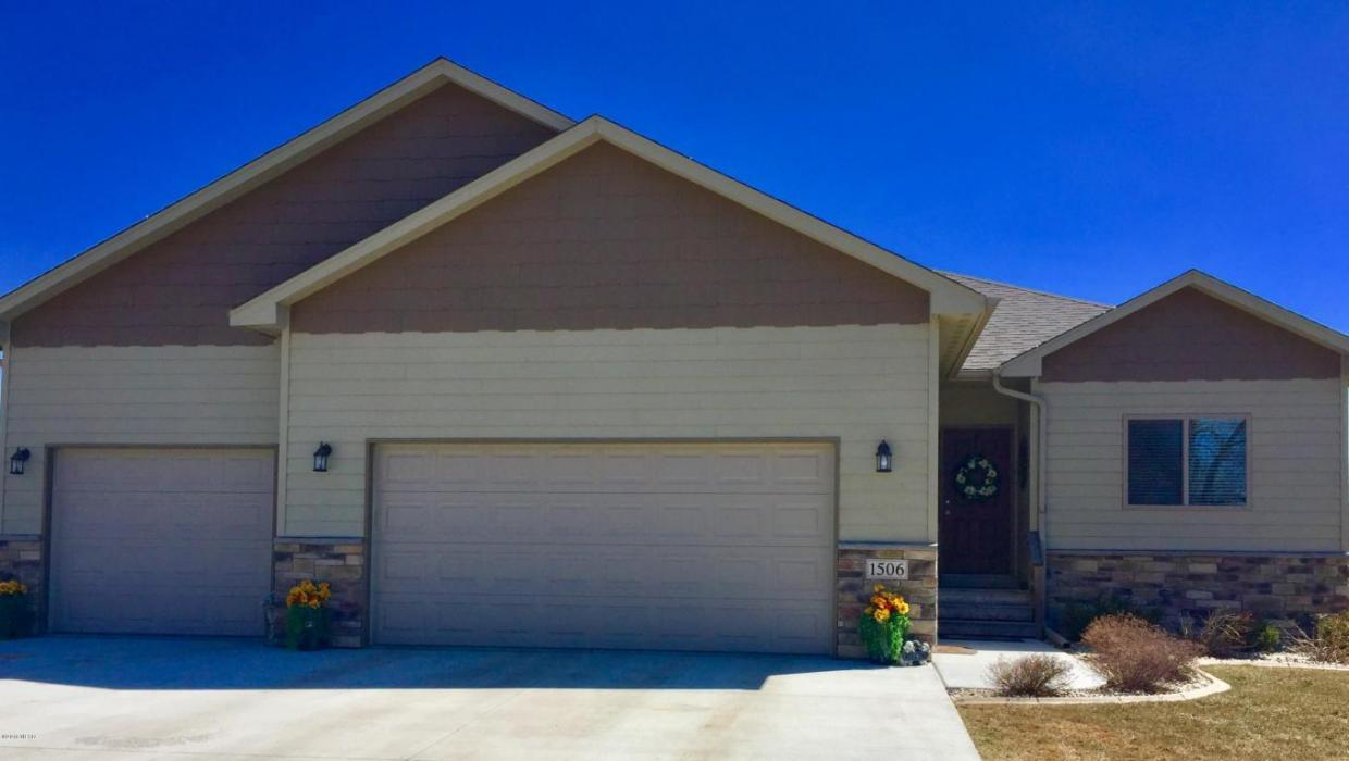 1506 2nd Street NW, Watertown, SD 57201