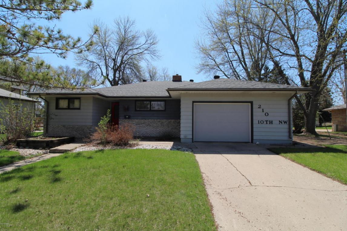 210 10th Avenue NW, Watertown, SD 57201