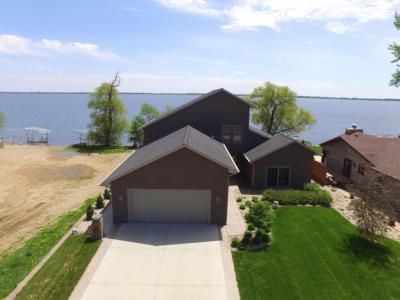 Photo of 698 N Lake Drive, Watertown, SD 57201