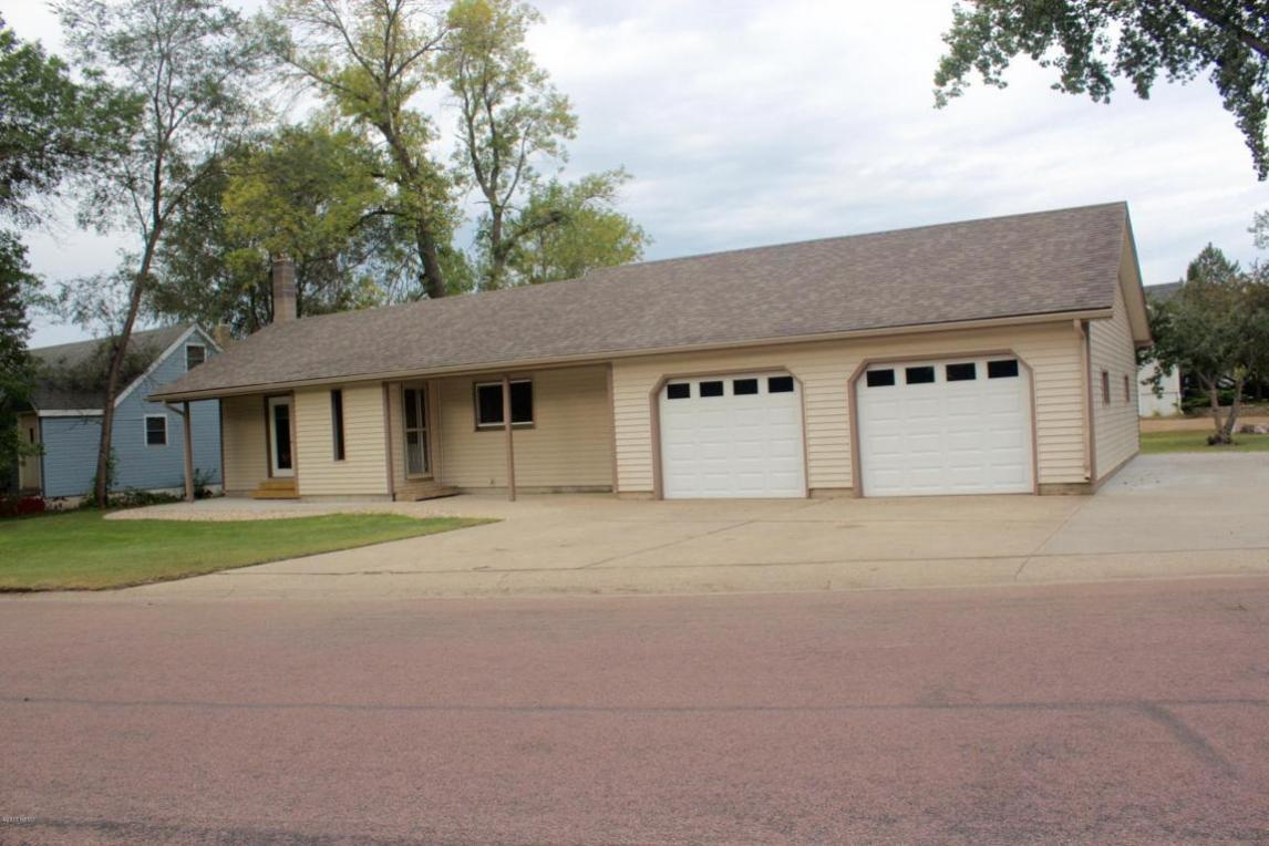 315 Kampeska Boulevard, Watertown, SD 57201