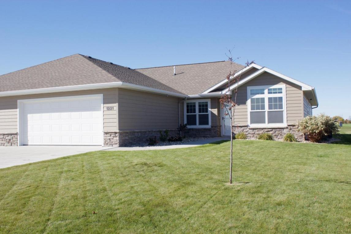 1221 33rd Street NW, Watertown, SD 57201