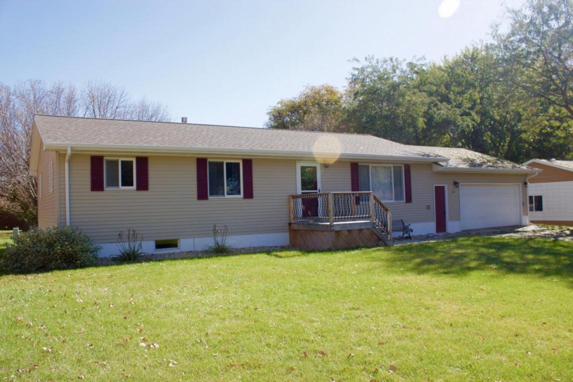 112 14th Street NE, Watertown, SD 57201
