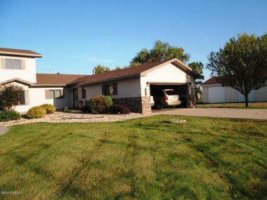 81 Paradise Dr, Watertown, SD 57201