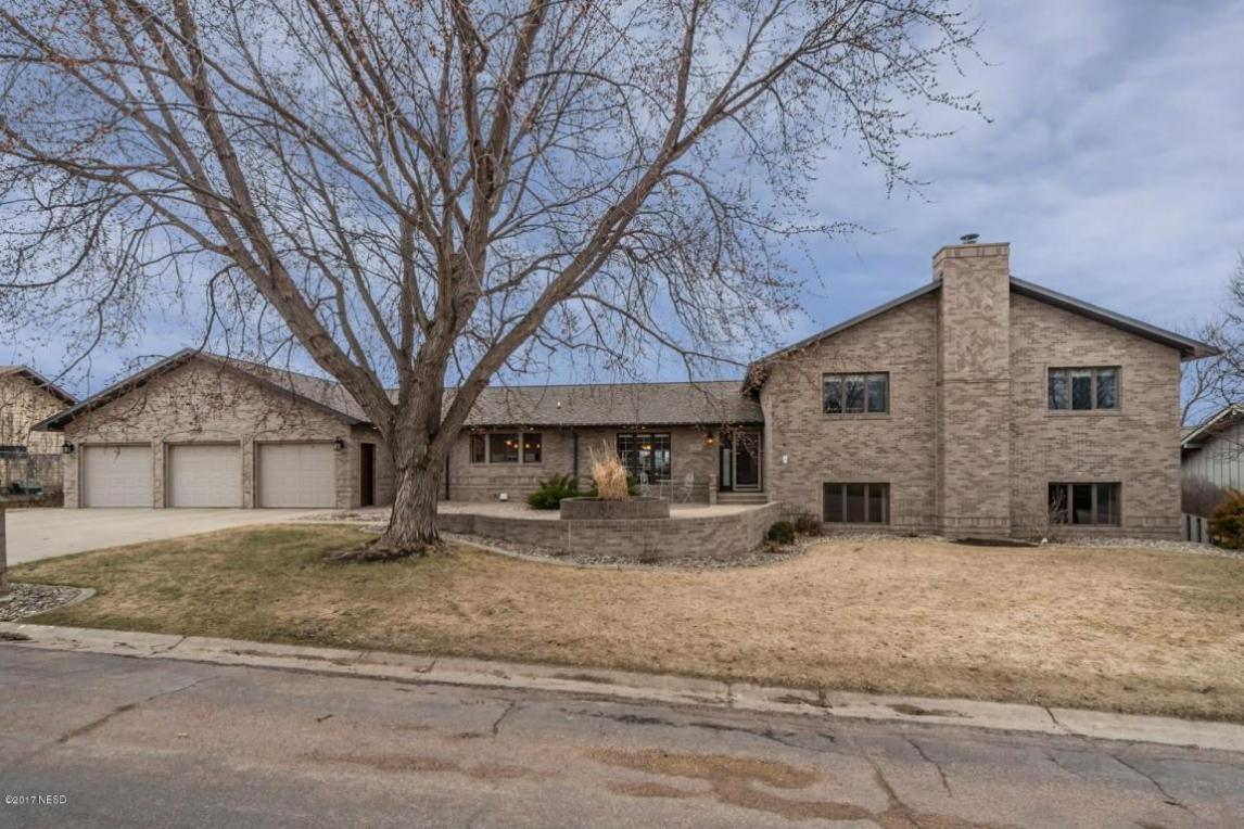 1309 Sunset Street NW, Watertown, SD 57201