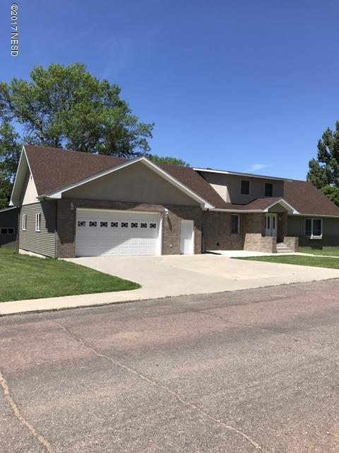 715 8th Street NE, Watertown, SD 57201