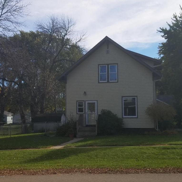 612 5th Street W, Clear Lake, SD 57226