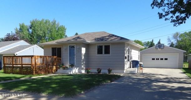 SOLD Perfect home for you!  1021 E Kemp Ave, Watertown, SD 57201