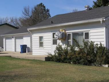 219 11th St NW, Watertown, SD 57201