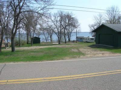 Photo of 902 N Lake Dr, Watertown, SD 57201