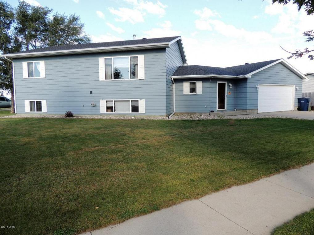 403 30th Street NW, Watertown, SD 57201