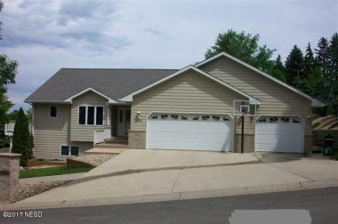 521 11th Avenue NW, Watertown, SD 57201