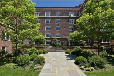 Photo of 7 Midland Gardens #3o, Eastchester, NY 10708