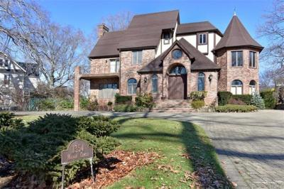 Photo of 1354 Manor Circle, Pelham, NY 10803