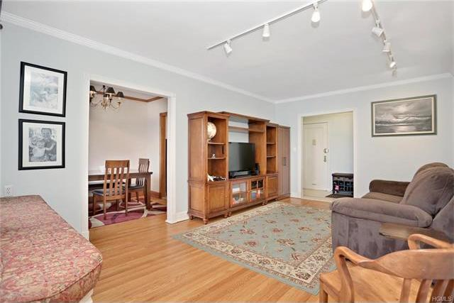 100 Parkway Road #4a, Eastchester, NY 10708