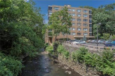 Photo of 72 West Pondfield Road #5d, Eastchester, NY 10708