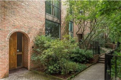 Photo of 35 Gramatan Court, Eastchester, NY 10708