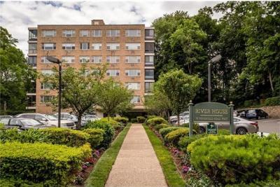 Photo of 72 West Pondfield Road #5g, Eastchester, NY 10708