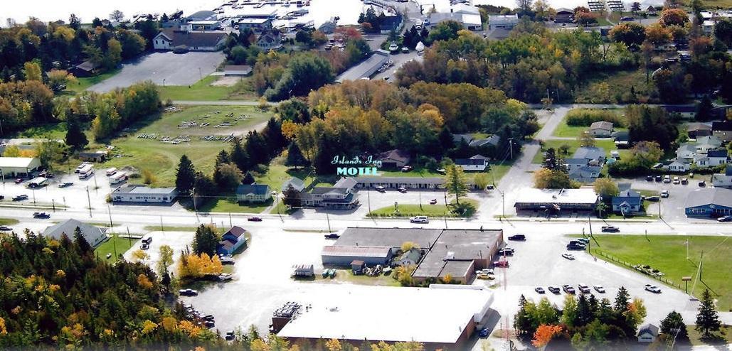 90 E M-134, Cedarville, MI 49719