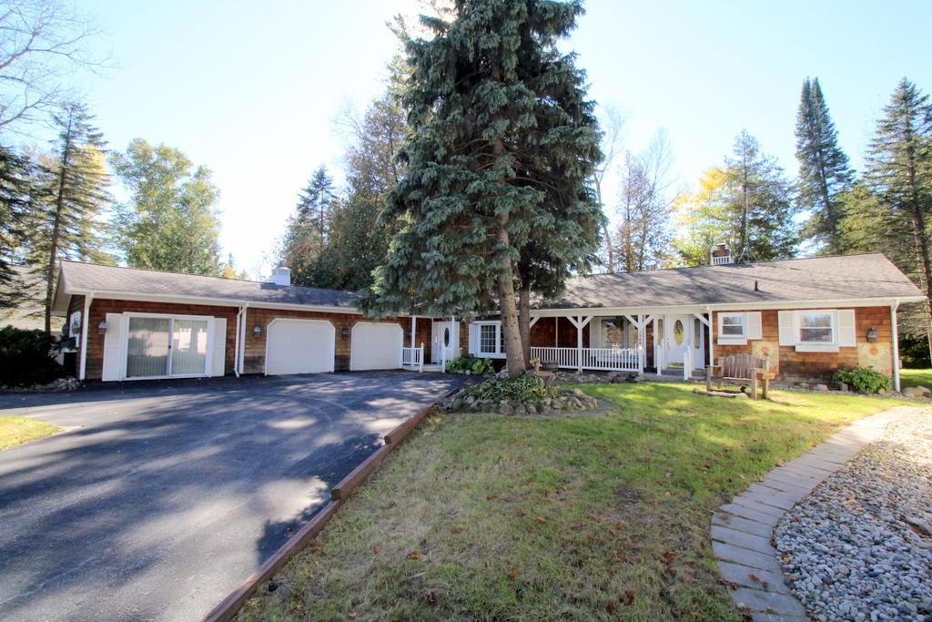 3768 Victor Drive, Indian River, MI 49749