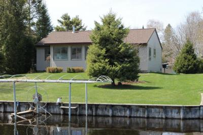 Photo of 71 Plymouth Beach Drive, Indian River, MI 49749
